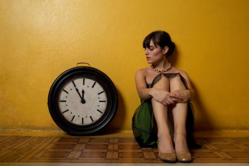 single-hours-girl-clock