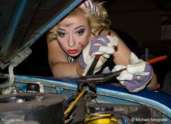 girl_love_car